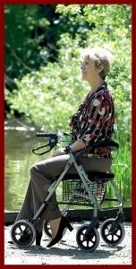 Ein moderner Bester Rollator vermittelt Sicherheit und Mobilität im Alter